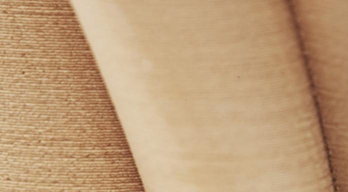 Un dettaglio di 3D-Paper, con la sua caratteristica texture e il colore in bilico tra quello del cartone e quello del legno.
