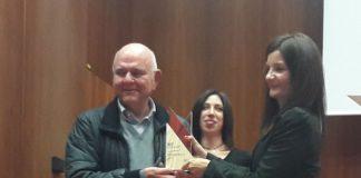 Assocarta premia Giuseppe Giustacchini, Presidente di Ingros Carta Giustacchini.