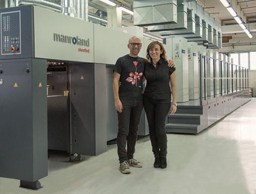 La signora Francesca Bramucci, titolare delle Grafiche Bramucci e Fabio D'Amico, responsabile del reparto offset.