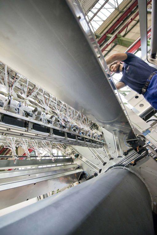 Koenig & Bauer costruisce le rotative a getto d'inchiostro più grandi al mondo nello stabilimento di Würzburg.