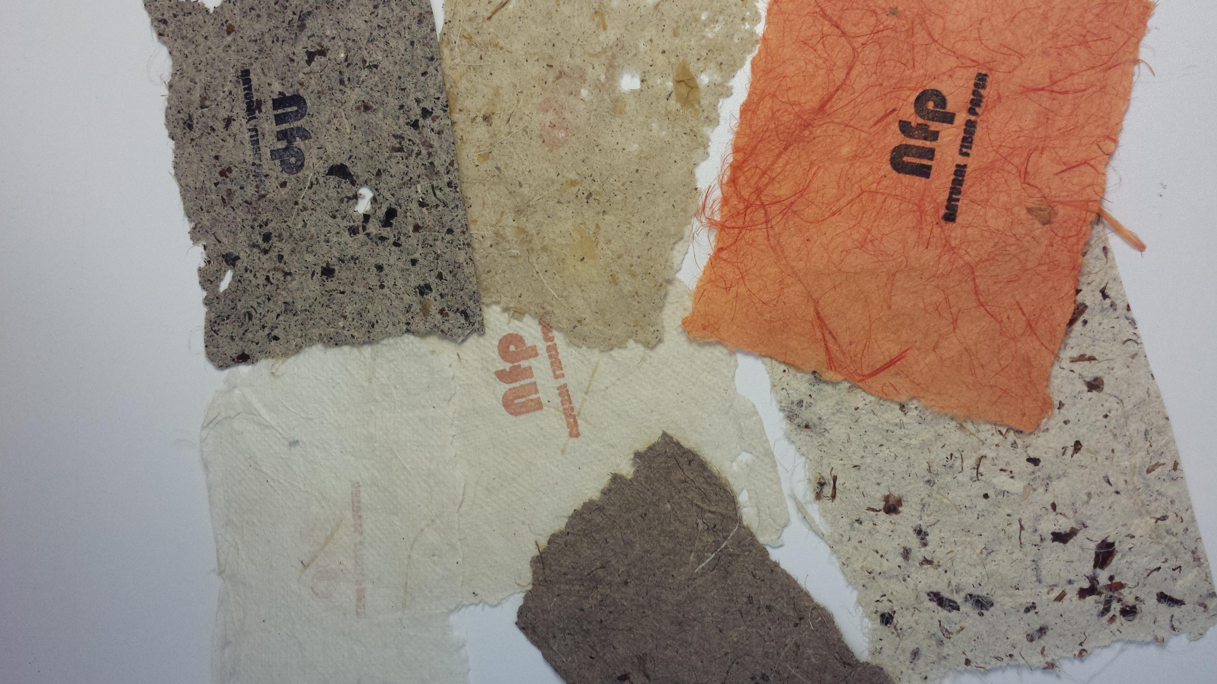 Natural Fiber Paper è fatta rigorosamente a mano, e impiega essenze autoctone e disponibili in quantità sostenibile.