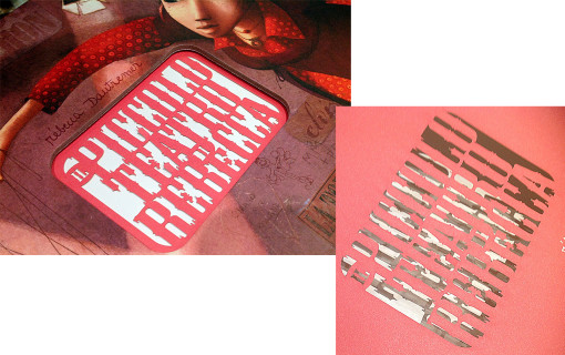 L'immagine della copertina e del retro copertina, il testo non presenta nessuna bruciatura sui bordi.